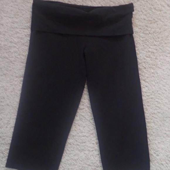 27a7c9ccca18c6 PINK Victoria Secret's Yoga Capri Pants Med Black.  M_5b29c90ac617779ff2257fe3